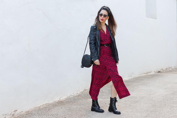 Cómo combinar el vestido más buscado de zara de esta temporada con botines moteros y chaqueta perfecto