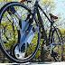 Esta rueda tipo Tron nunca ponchará y le dará aceleración eléctrica a cualquier bici [video]
