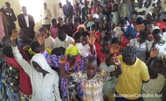 Más de seis mil personas aceptan a Cristo en Kenia