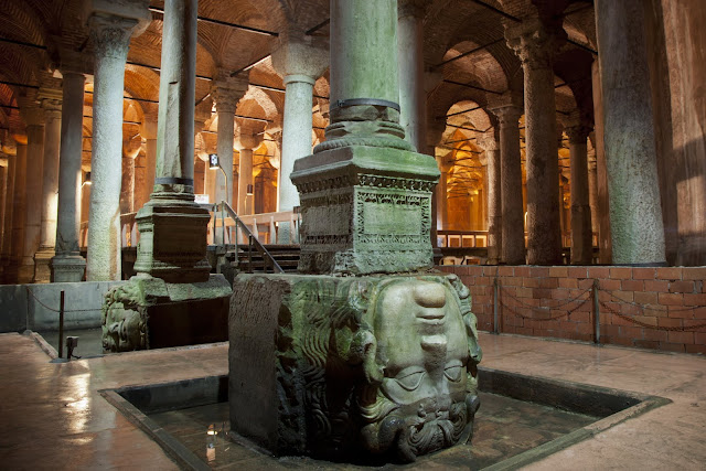 Cisterna da Basílica em Istambul na Turquia