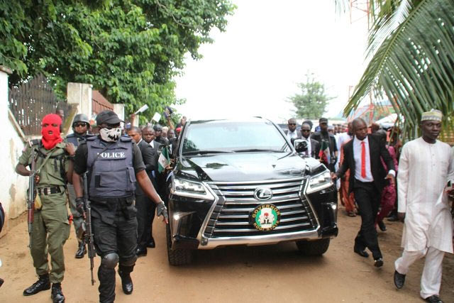 """Weird-looking"" policemen seen guarding governor Yahaya Bello at Eid prayers"