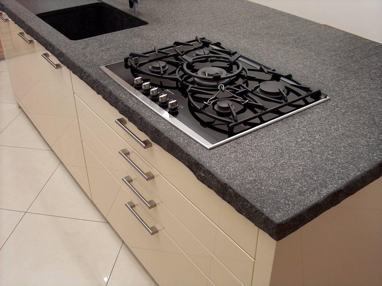 Alberto sozzi store manager and senior interior designer top in granito nero africa - Piano cucina in granito ...