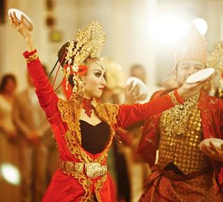 Sejarah Kesenian Budaya Tari Piring Minangkabau Tarian Piring Tradisional Daerah Sumatera  Tempat Wisata Sejarah Kesenian Budaya Tari Piring Minangkabau Tarian Piring Tradisional Daerah Sumatera Barat