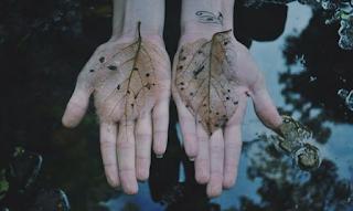 Μην χάσεις ποτέ αυτόν που άγγιξε την ψυχή σου παραπάνω απ' το κορμί σου