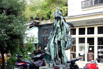 Paris : La Vénus des Arts, une oeuvre composite signée Arman - rue Jacques-Callot - VIème