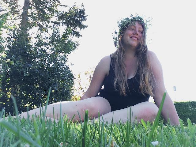 blomsterpige - sommer, sol og blomster i håret - @juliemakes - hejmagi.blogspot.com