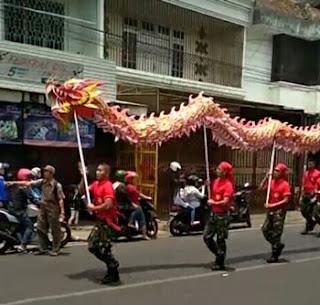 Atraksi Naga Dalam Kirab Budaya Klenteng Eng An Kiong, Malang 2018