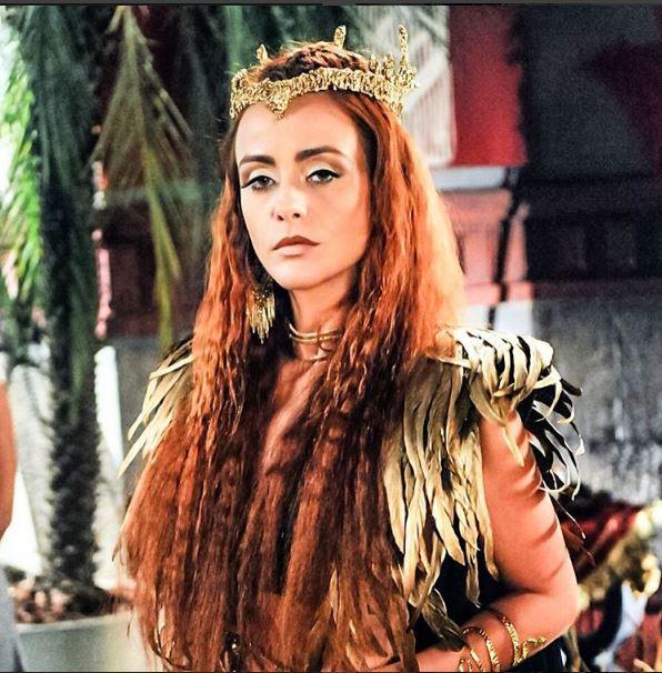 Kalesi (Juliana Silveira), A terra prometida, figurino rainha