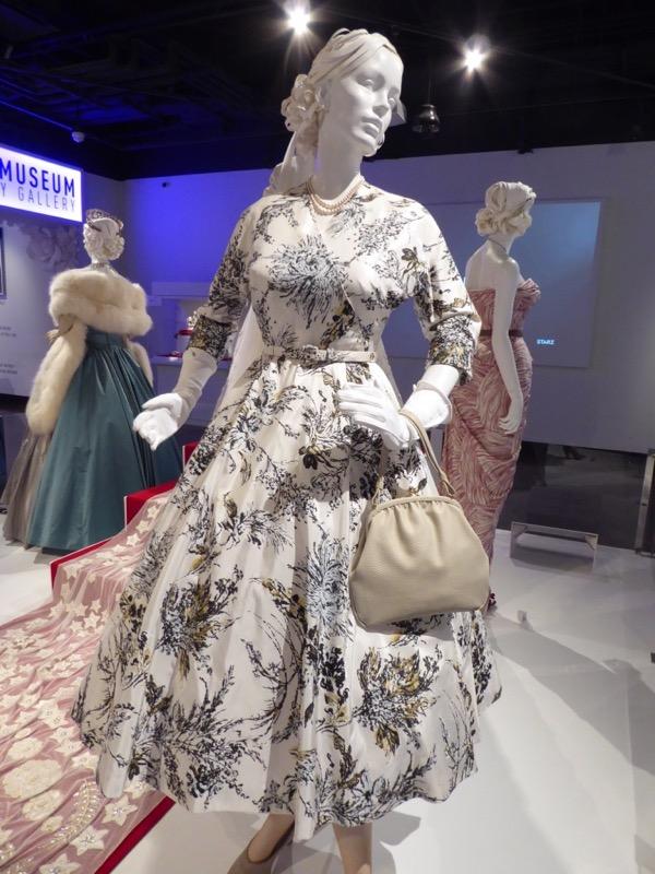 Queen Elizabeth Crown World Tour costume