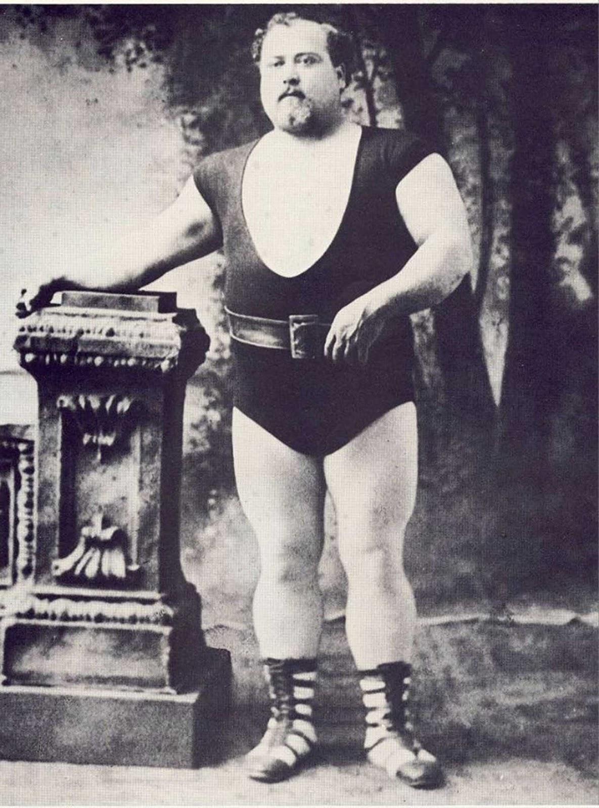 Louis Cyr, el hombre fuerte canadiense francés.