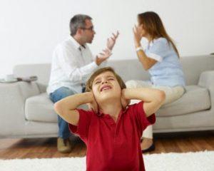 Orangtua Hindari Bertengkar Di Depan Anak