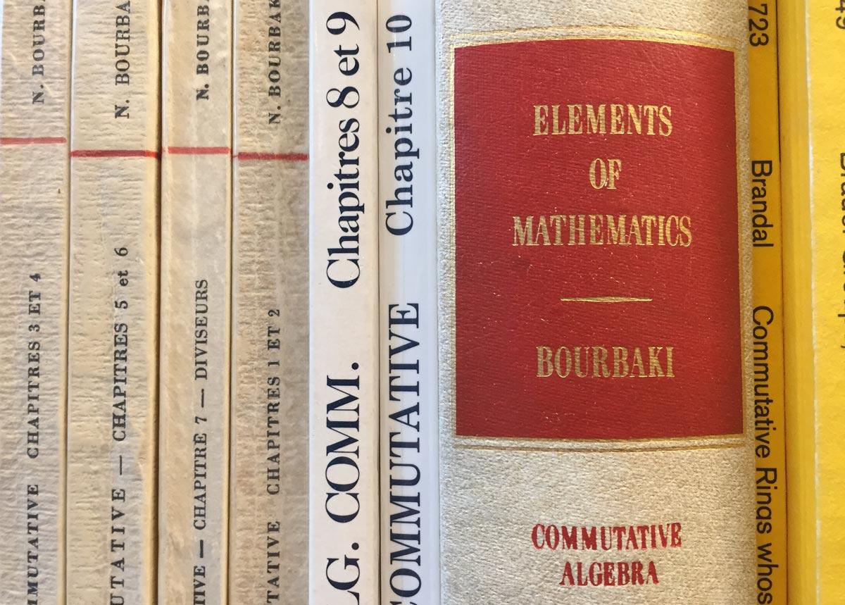 Bourbakin kirjoja algebrasta.