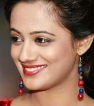 Spruha Joshi husband, kavita, hot, marriage, photos, facebook, images, husband name, age, poems, height, husband varad laghate, instagram, wiki, biography