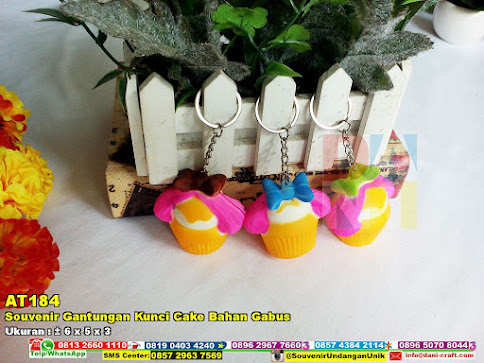 Souvenir Gantungan Kunci Cake Bahan Gabus