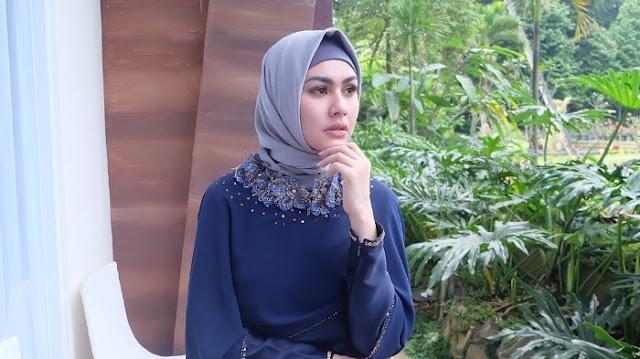 Hapus Semua Fotonya yang Tanpa Hijab di Instagram Kartika Putri: Bismillah 'Seketika Hati Ini Bergetar'