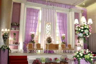 dekorasi pernikahan putih terbaru