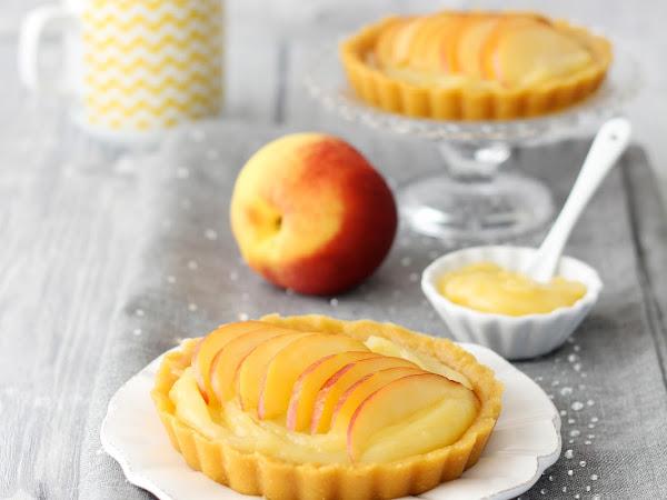 Crostatine senza cottura con crema al limone e pesche