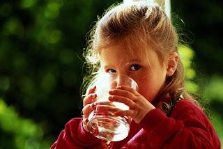 अब  दिमाग को आराम  देते हैं| अब थोड़ा पानी पीते हैं।