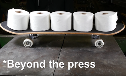 Wie man ein Skateboard aus Toilettenpapier herstellen kann | WTF des Tages