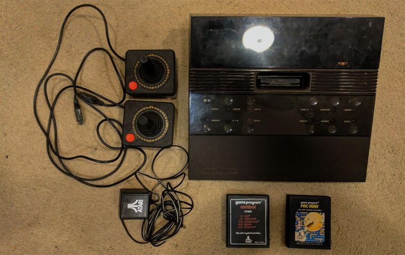 Se encuentra un modelo raro de ver de Atari en tienda de segunda mano
