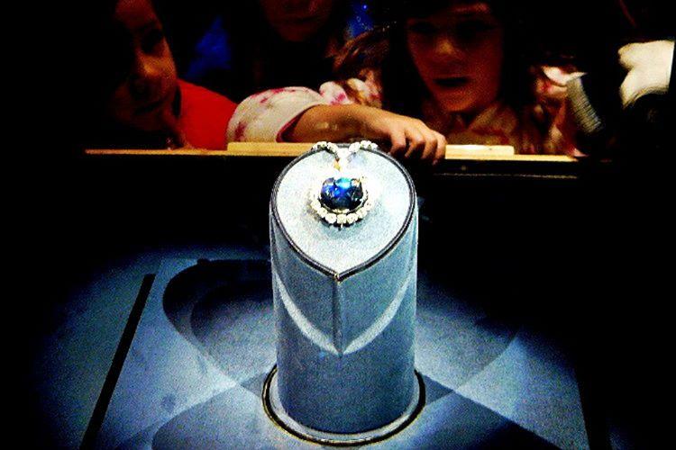 Mücevherin bir sonraki sahibi Harry Winston, Umut Elması'nı Smithsonian Müzesi'ne bağışlamıştır.