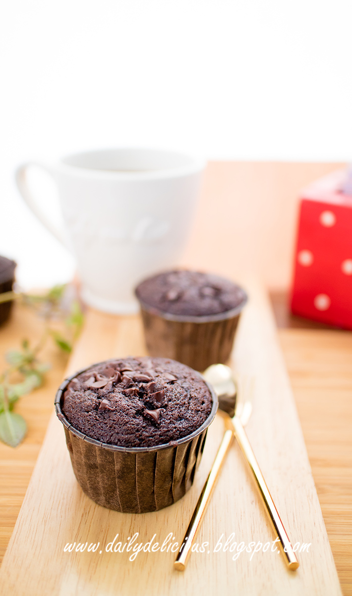 dailydelicious: One bowl chocolate cake: Easy chocolate cupcakes