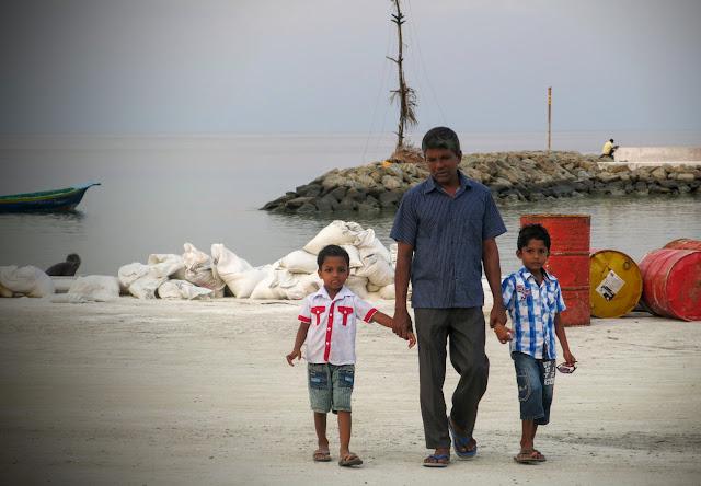 I hamnen på ön Ukulhas på Maldiverna
