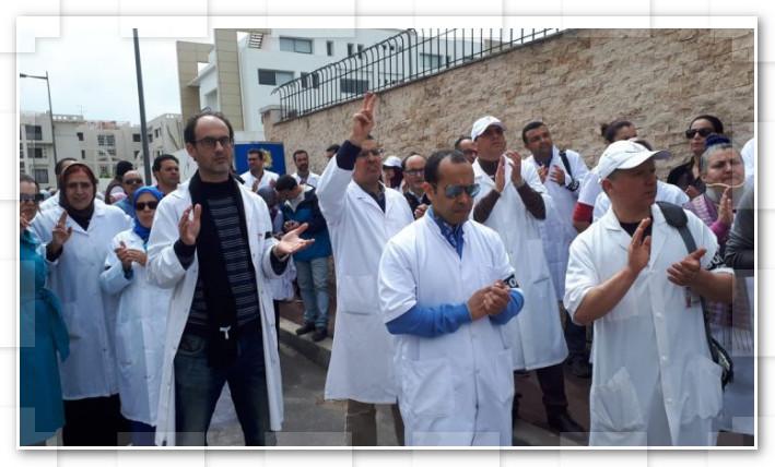 الأطباء يشلون المستشفيات العمومية ويهددون بهجرة جماعية