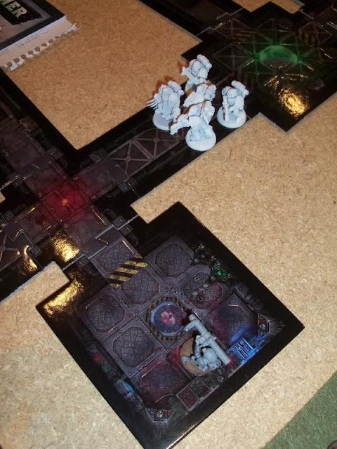 Warhammer 40k Space Marine vs Renegade Imperial Guard