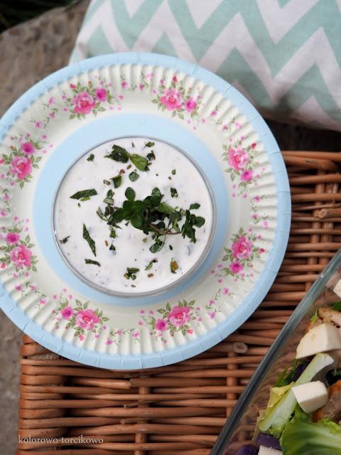 sos-jogurtowo-ziołowy-do-sałaty