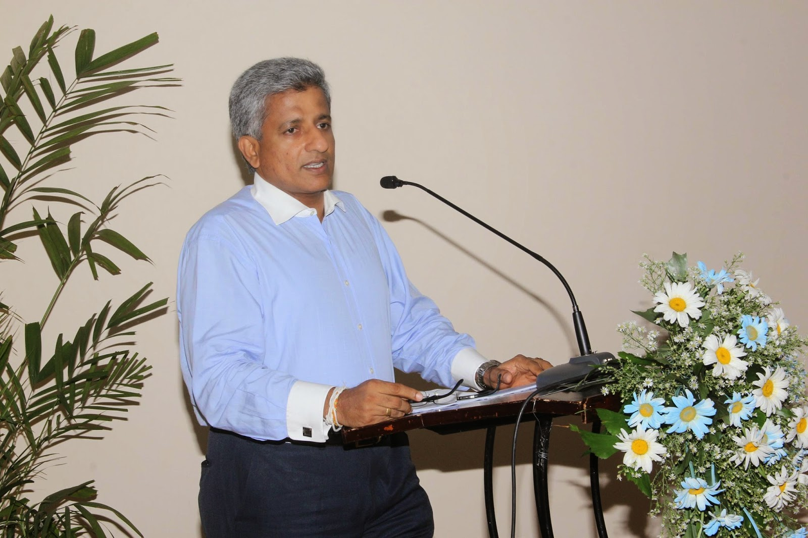 Nishantha Ranatunga – Chairman, Mihin Lanka addressing the gathering