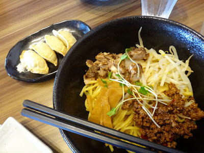 NAbura! -- Warm up after a hike with noodles in a friendly atmosphere.