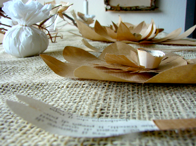Eco wedding paper table decoration. Allestimento tavolo con fiori di carta