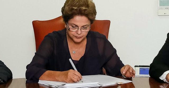 Resultado de imagem para Dilma sanciona projeto da repatriação de dinheiro mantido no exterior