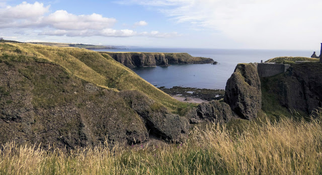 Things to do near Aberdeen Scotland: walk from Dunnottar Castle to Stonehaven