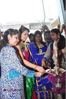 Raasi Khanna Inagurated R.S Brothers at Kothapet  0222.JPG