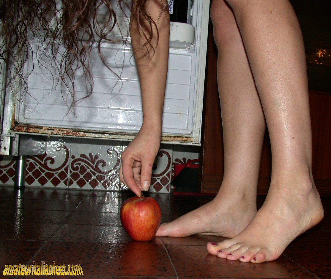 Nude Feet Women