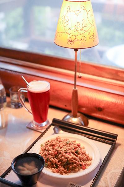 南投蓮花茶坊位於中興新村荷花池旁,歐式木屋餐廳喝下午茶好去處