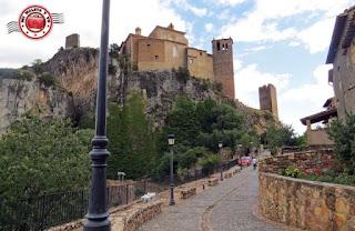 Alquezar en Huesca, España - Calle de la Iglesia