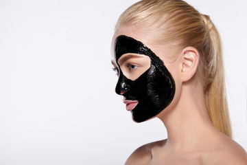 black heads on nose, black heads on face, how to clear black heads, home remedies to remove black heads
