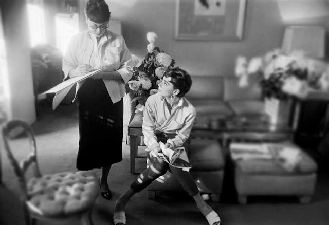 Edith Head e Audrey Hepburn