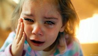 Το συγκλονιστικό τηλεφώνημα μιας 6χρονης στην Αστυνομία: «Βοήθεια χτυπάει τη μάνα μου»