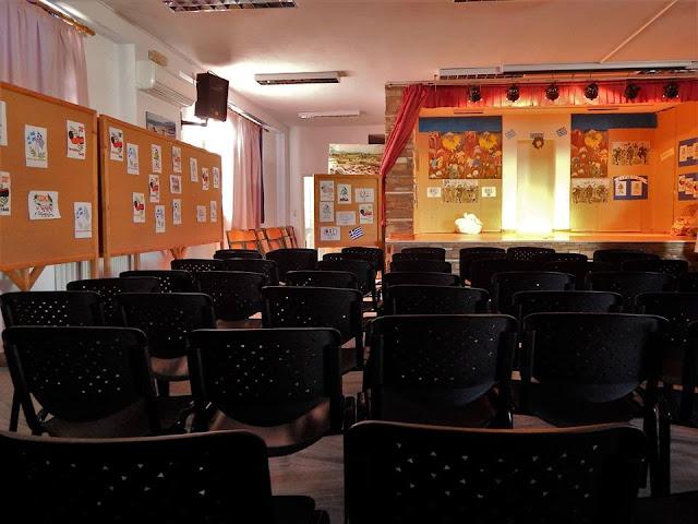 Αντίπαρος Εν Πλω Προσφορά Καρέκλες στο Σχολείο