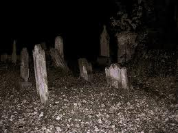 Fenomena Langka Kuburan Preman Mengeluarkan Cahaya