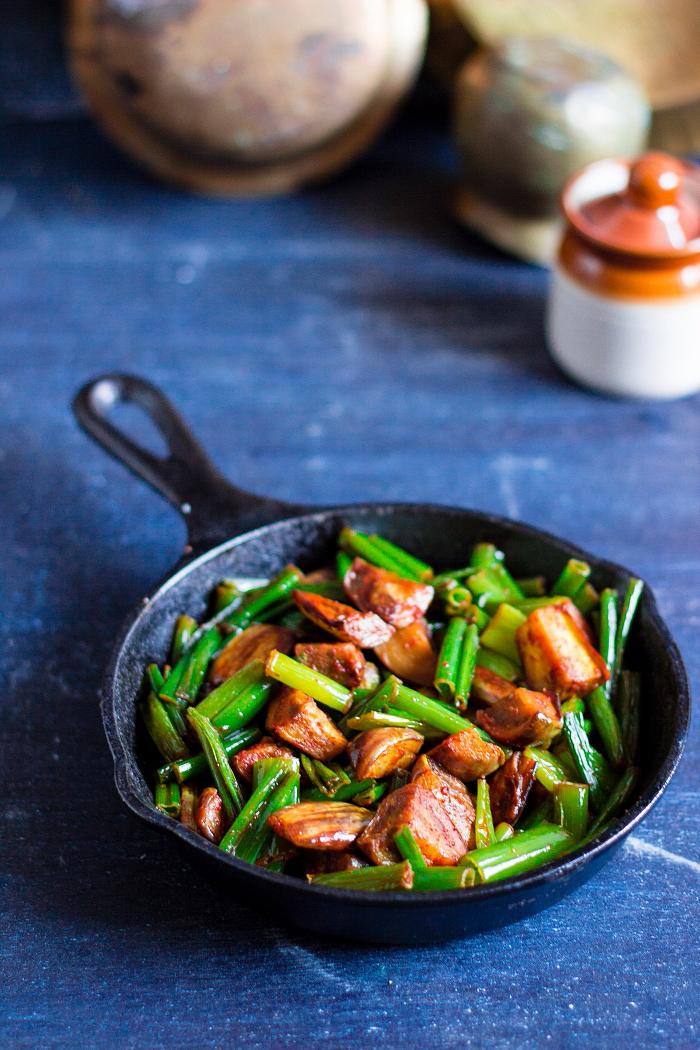 Vegan stir fried dry curry made of fresh onion stalks or flowers and brinjals, Eerulli huvina palya, eerulli kaavu palya