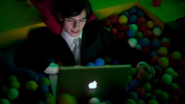 """Detienen en España al """"ciberdepredador"""" que engañó a más de 100 niñas en Internet"""
