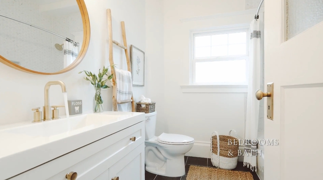 13 Interior Design Photos vs. 725 65th St, Oakland, CA Luxury Home Tour