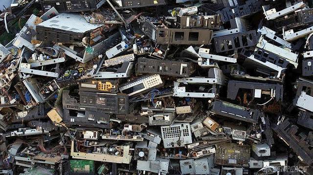 Τα παγκόσμια ηλεκτρονικά σκουπίδια το 2016 ζύγιζαν όσο εννέα πυραμίδες της Γκίζας