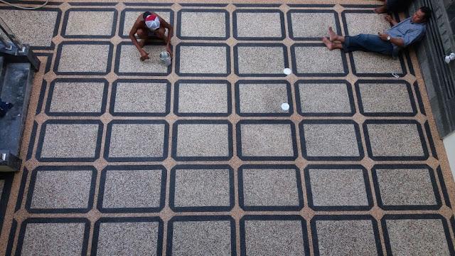 Lantai batu sikat (carport)