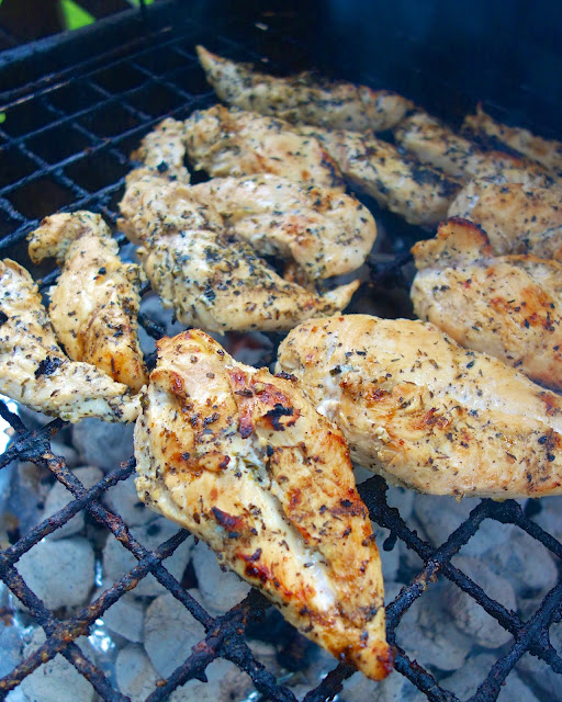 Garlic Beer Marinated Chicken Recipe - chicken marinated in beer, lemon juice, Italian seasonings and garlic - SO good. Let the chicken marinated overnight for tons of amazing flavor. Grill for 12-15 minutes - so easy!